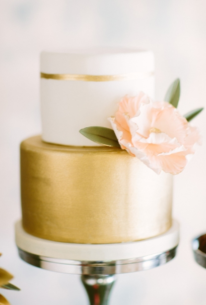 Metallic-Wedding-Cakes-When-He-Found-Her-Photography
